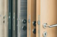 Wir verschönern Ihren Eingangsbereich mit klassischen oder modernen TürenWir verschönern Ihren Eingangsbereich mit klassischen oder modernen Türen