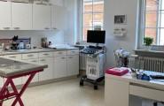 In unseren modern eingerichteten Praxisräumen bieten wir Ihnen und unseren Patienten ein umfangreiches Leistungsspektrum