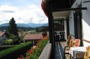 Blick auf die Berge vom Balkon