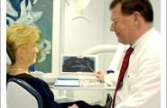 Patientengespräch in der Zahnarztpraxis Dr. Bieniek in Wuppertal