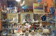 Rechtes Schaufenster von Kunst und Antiquitäten Heidi Cornwall in Flensburg
