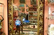 Innenansicht vom Verkaufsraum von Kunst und Antiquitäten Heidi Cornwall in Flensburg