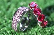 Silberringe mit Kristallverzierung