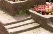 Steinblock mit Pflanzen von Steinwerkstatt Lepper in Ratingen