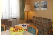 Wohnung 1 - Wohnraum mit Schlafsofa von Haus Gerrelts auf Norderney
