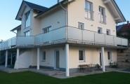 Wohnhaus mit Balkongeländer aus Glas von der Glaserei Florian & Willi Müller im Kreis Landshut