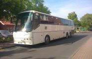 Weisser Reisebus von Oelker-Reisen in Sibbesee