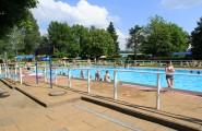 Schwimmbecken im Freibad auf dem Campingplatz Düderode