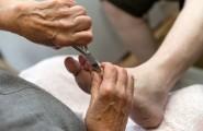 Fußnagelschneiden mit Zange in der podologischen Fachpraxis von Anja Scholz