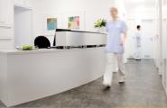 Empfangsbereich der Zahnärztlichen Privatpraxis Dr. Brigitte Simon in Stuttgart