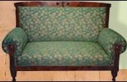 Sofa mit grünem Stoffbezug von der Polsterei Franke in Berlin