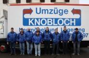 Das Team von Umzüge Knobloch vor dem firmeneigenen LKW