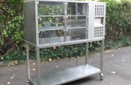 Kühlvitrine 240V Umluft 3-Böden B.T.H.145x53x70 cm