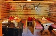 Sitzplätze in romantischer Blockhütte der Herzoglichen Fischzucht Wildbad Kreuth in Kreuth