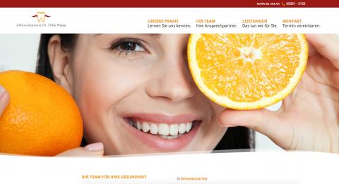 Strahlendes und gesundes Lächeln: Zahnarztpraxis Dr. Napp in Wunstorf in Wunstorf